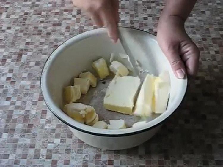 Для приготовления пресного теста для пирожков, подготовьте ингредиенты