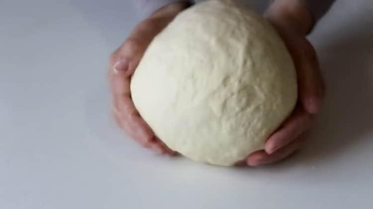 Для приготовления самсы с курицей в духовке приготовьте тесто