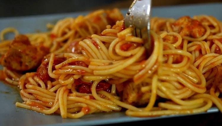 Для приготовления спагетти подготовьте все необходимое