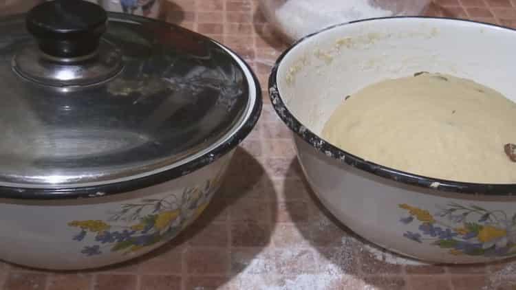 По рецепту для приготовления старинного кулича дайте тесту постоять