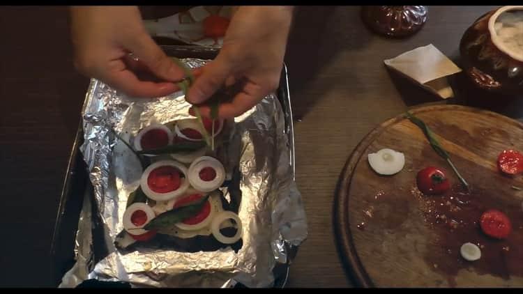Для приготовления стейка зубатки в духовке, разогрейте духовку