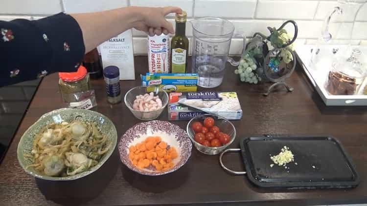 Для приготовления супа из трески. подготовьте ингредиенты