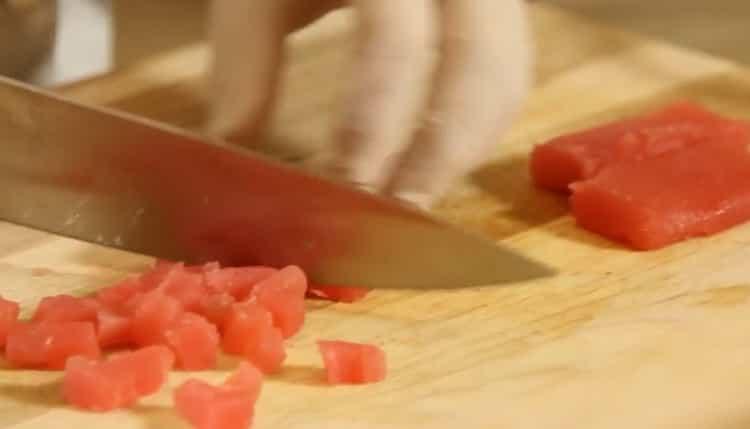 Для приготовления тартара из тунца. подготовьте ингредиенты