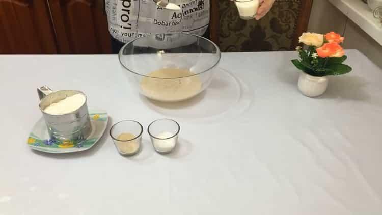 Для приготовления теста для беляшей подготовьте ингредиенты