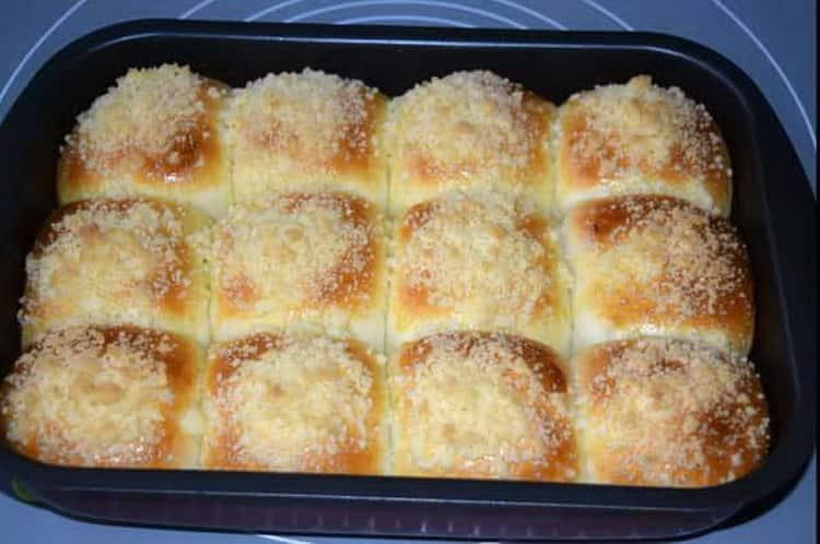 Готовим тесто и выпекаем вкусные булочки в духовке