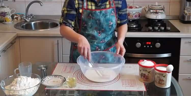 Для приготовления теста для плюшек, подготовьте ингредиенты