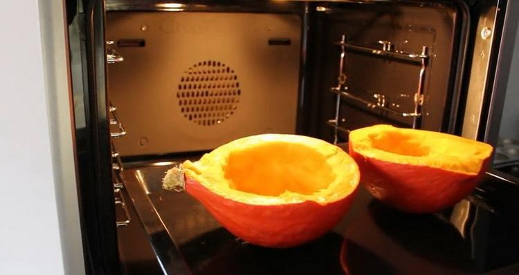 Для приготовления тыквенного кекса, запеките тыкву
