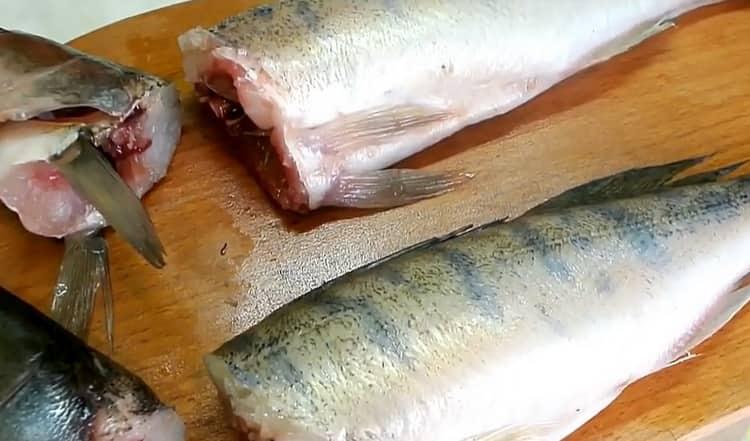 Для приготовления фаршированного судака, подготовьте ингредиенты