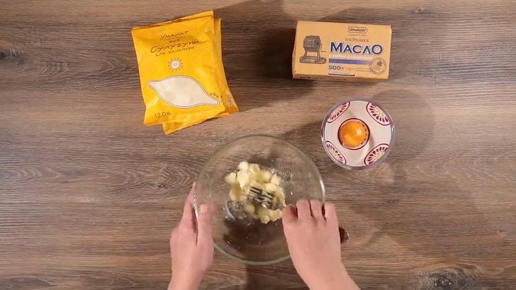 Для приготовления хачапури по имеретински приготовьте сыр