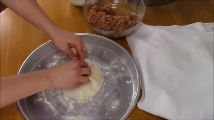 Для приготовления хачапури с мясом сформуйте изделие