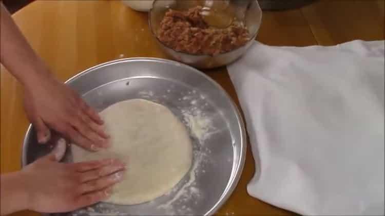 Для приготовления хачапури с мясом подготовьте форму