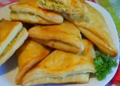 Готовим хачапури с сыром из слоеного теста