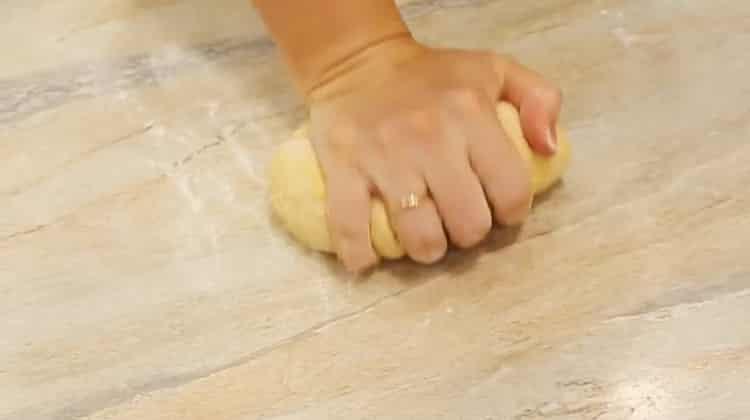 Для приготовления чак чака по классическому рецепту замесите тесто