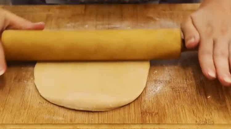 Для приготовления чак чака по классическому рецепту раскатайте тесто