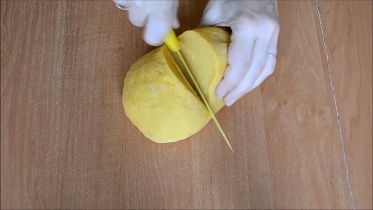 Для приготовления чак чака по татарски замесите тесто