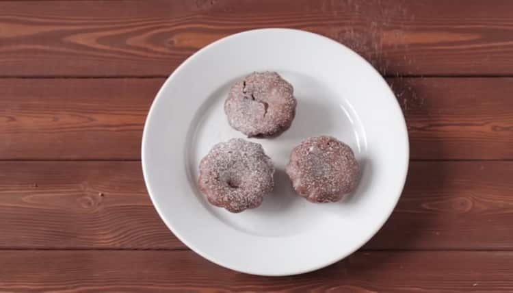 шоколадные кексы с жидкой начинкой готовы