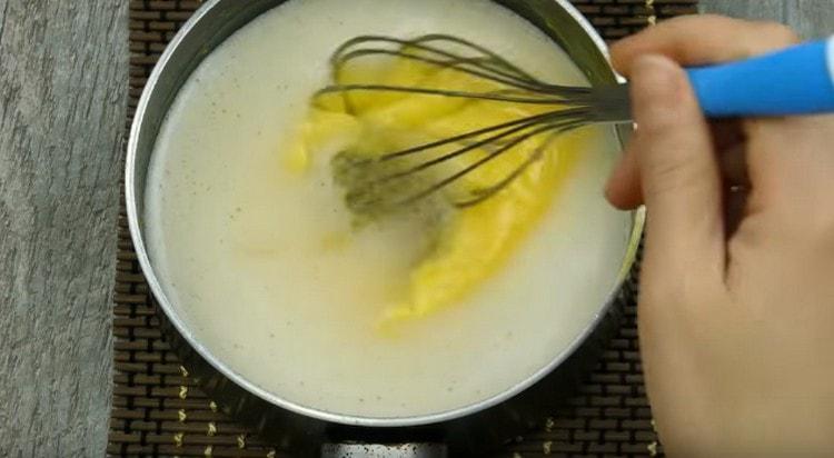 Добавляем в крем желатин.