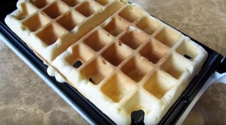 Как видите, бельгийские вафли по этому рецепту для электровафельницы приготовить несложно.