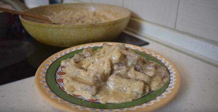 Классический бефстроганов из говядины со сметаной по такому рецепту приготовить, как видите, несложно.