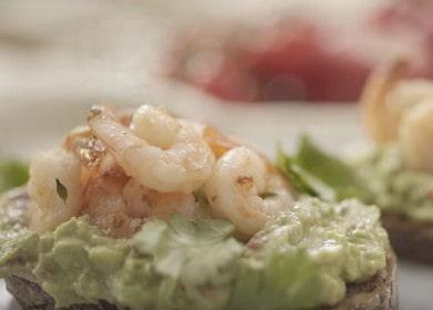 Брускетта с авокадо и креветками — быстрая и очень вкусная закуска 🦐