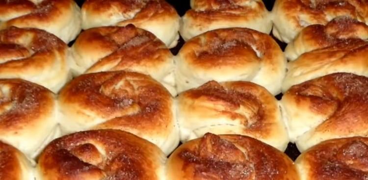 Наши ароматные булочки на кефире в духовке пекутся всего минут 15.