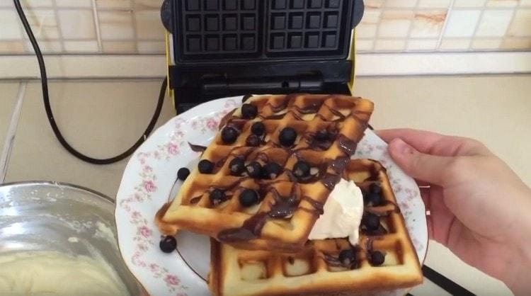 Как видите, приготовить венские вафли по этому рецепту для электровафельницы совсем не сложно.