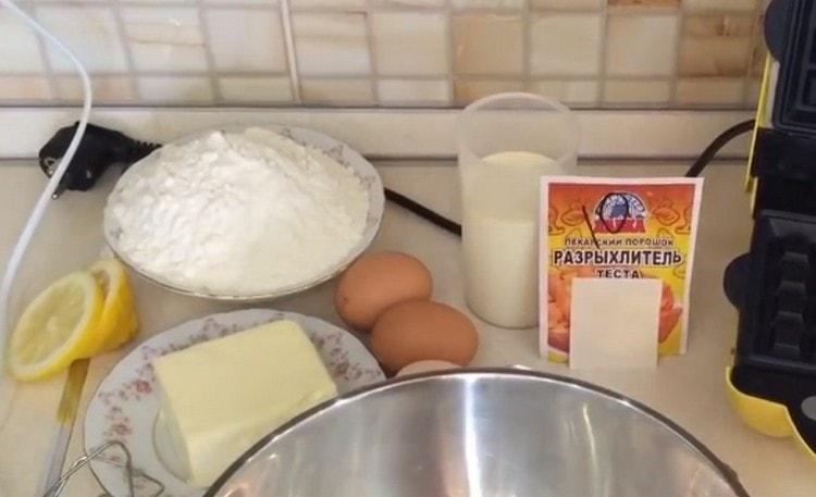 Масло и молоко заранее вынимаем из холодильника.