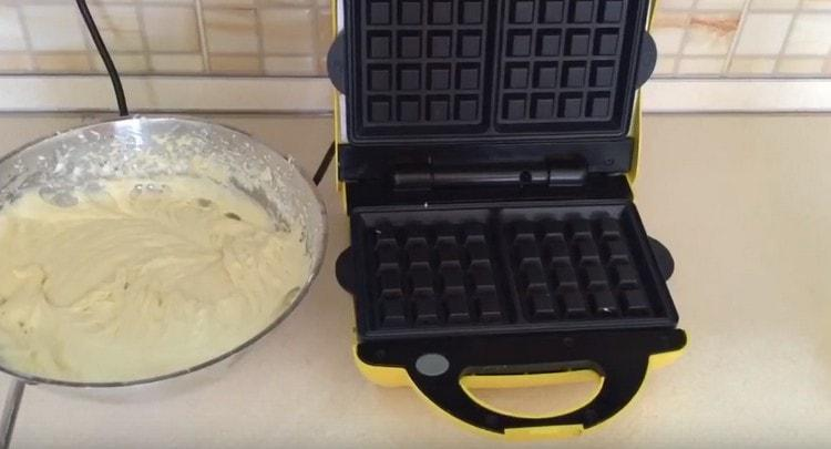 Тесто должно получиться довольно-таки густым.