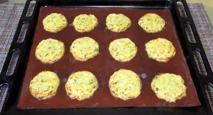 Как видите, приготовить картофельные драники в духовке совсем не сложно.