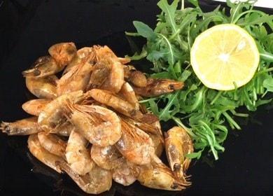 Как приготовить замороженные креветки неочищенные на сковороде с соевым соусом имбирем и чесноком 🦐