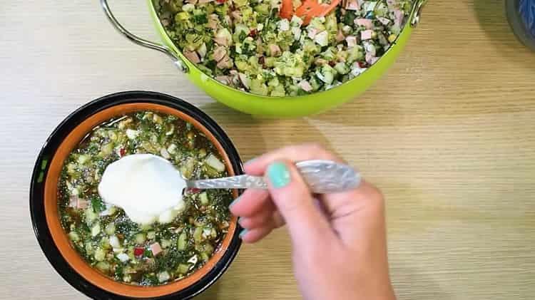 Классическая окрошка с колбасой на квасе по пошаговому рецепту готова
