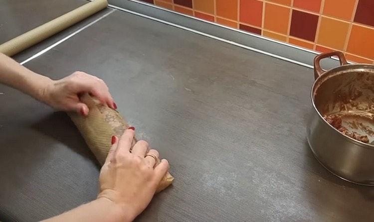 Формируем колбаску и отправляем ее в холодильник.