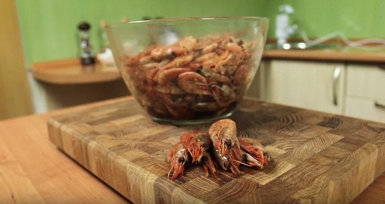опробуйте этот рецепт и приготовить вкуснейшие креветки к пиву.