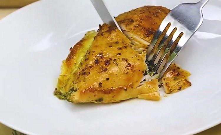 Такая курица со шпинатом получается очень вкусной.