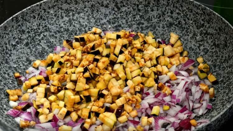 Далее обжариваем баклажаны с луком.