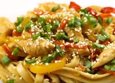 Лапша Вок с курицей и овощами в соусе терияки — самое популярное блюдо китайской кухни 🍝