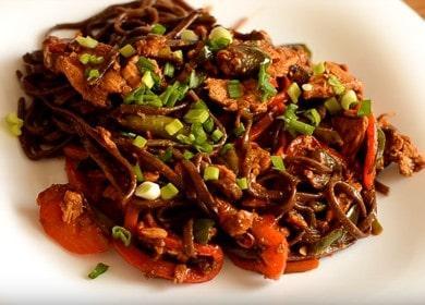 Рецепт приготовления лапши соба с курицей и овощами с соусом терияки 🍝