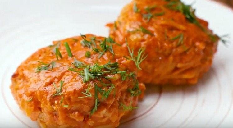 Ленивые голубцы, приготовленные на сковороде, по вкусу не уступят классическому блюду.