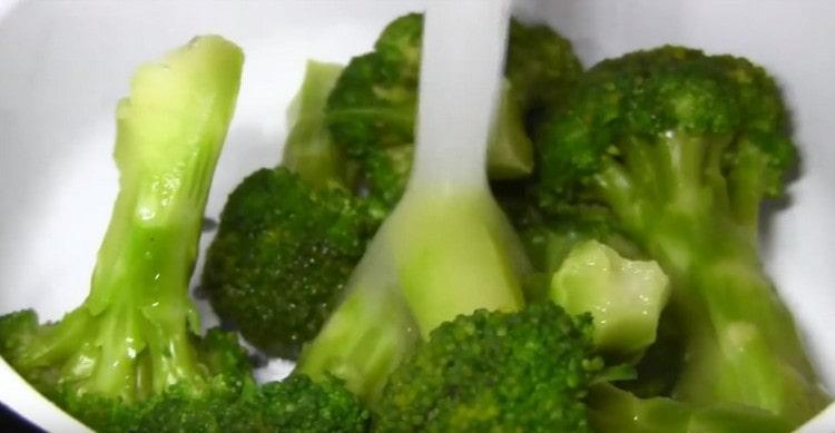 Для приготовления супа подготовьте брокколи