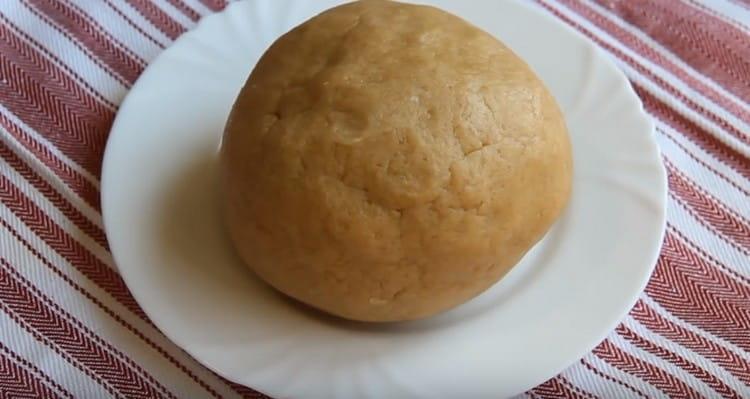 Простое песочное тесто без яиц готово.