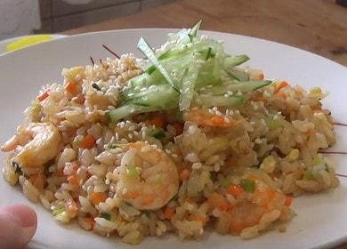 Рис с креветками и овощами — рецепт вкусного корейского блюда 🦐