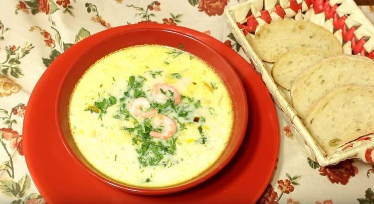 Аппетитный суп с креветками готов.