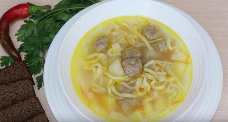 Вот такой ароматный и аппетитный суп с фрикадельками и лапшой у нас получилсся.