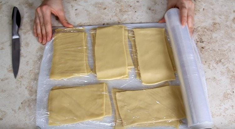 Как видите, приготовить такое тесто для лазаньи дома вполне реально.