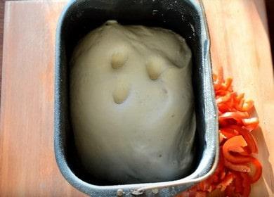 Готовим воздушное тесто для пиццы в хлебопечке по пошаговому рецепту с фото.