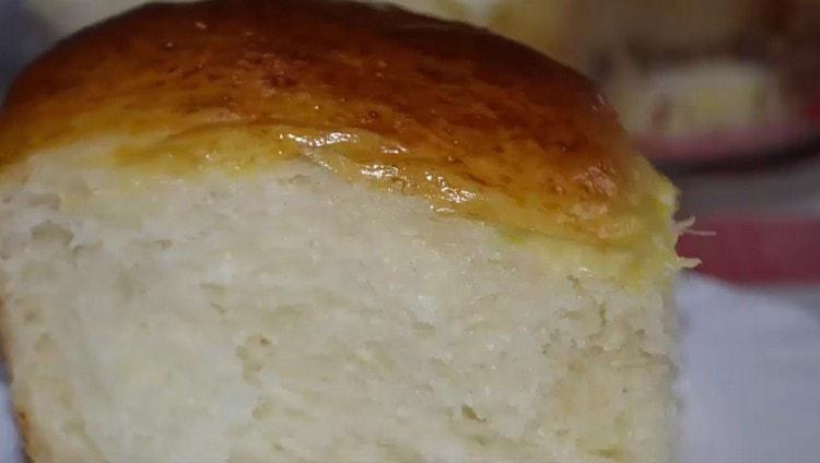 Тесто быстро пропекается и долго остается мягким.