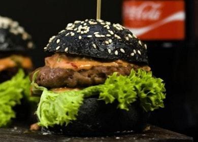 Сочный мясной черный бургер домашнего приготовления 🍔