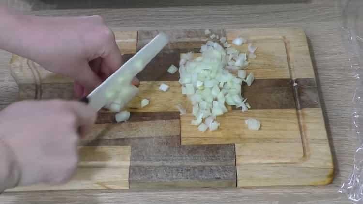 Для приготовления бефстроганова, подготовьте ингредиенты
