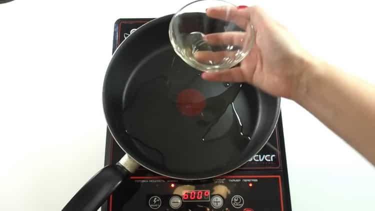 Для приготовления бефстроганова подготовьте сковородку