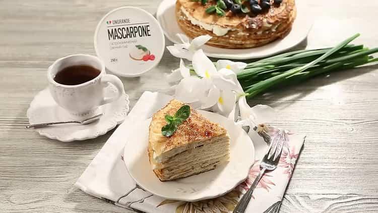 блинный торт с маскарпоне готов